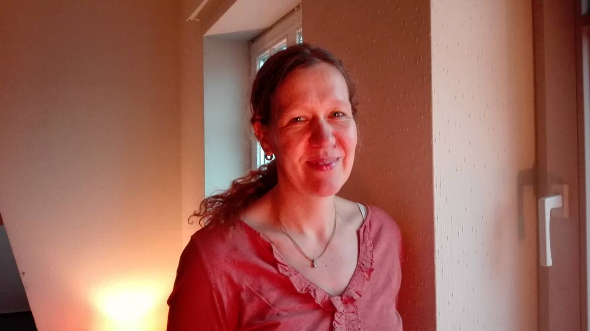 Brigitte Cordes macht Yoga in Papenburg