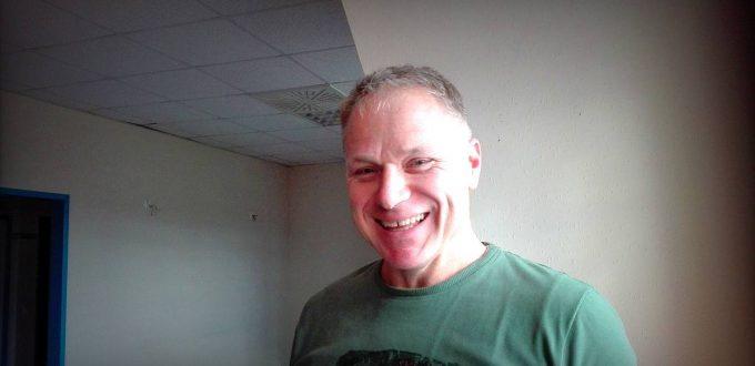 Dirk übt Rücken-Yoga in Papenburg