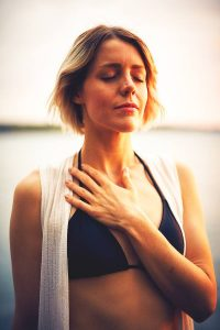 Atemübungen Yoga