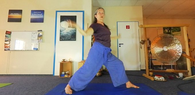 Asana zur Helden-Yoga-Vorbereitung