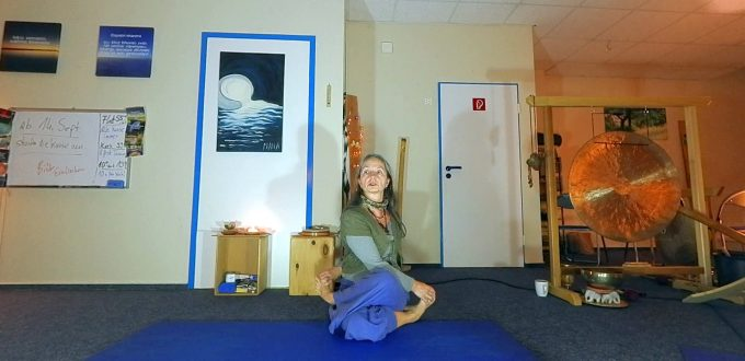 Yoga-Übung Gomukasana - Das Kuhmail