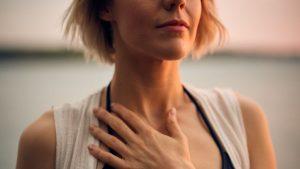 Video 1: Kraftvolle Schulter-Nacken-Dehnung