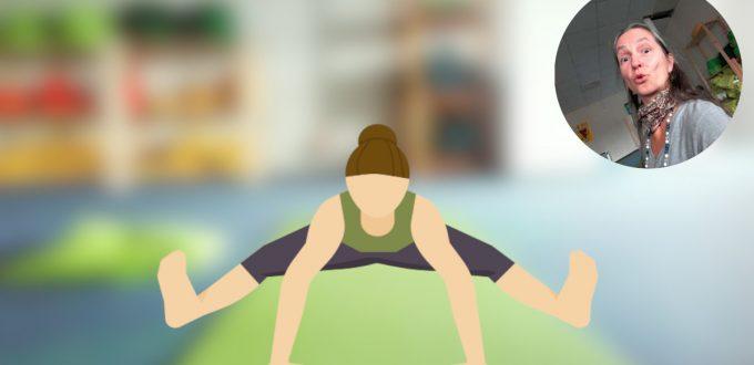 yoga-stunde Rücken-Yoga-Übung-Gegrätschte-Vorwärtsbeuge-Paschimottanasana